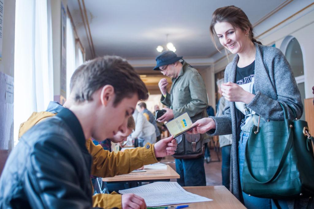 Вибори Президента України 2019: Завершилося повторне голосування на виборчих дільницях в межах України, починається підрахунок голосів